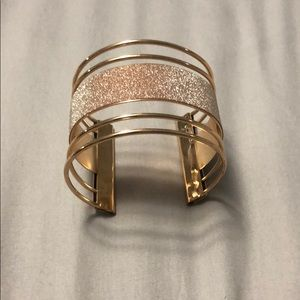 Jewelry - Rose gold and gold band